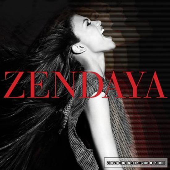 """Le 10 Août, Zendaya a été vu quittant son hôtel en direction du plateaux de tournage de son nouveau film """" Unleashed """" qu'elle tourne à Vancouver au Canada !!"""