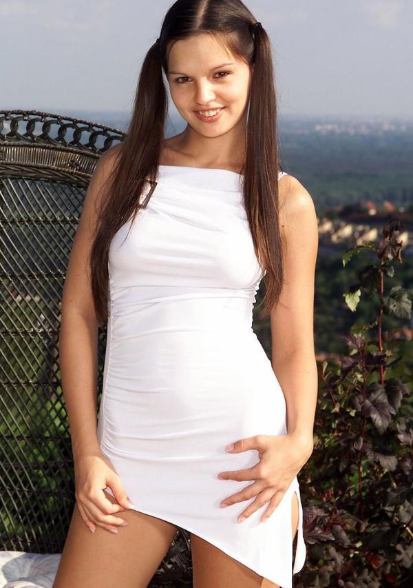 Oh ??? Une robe blanche fendue ;-)