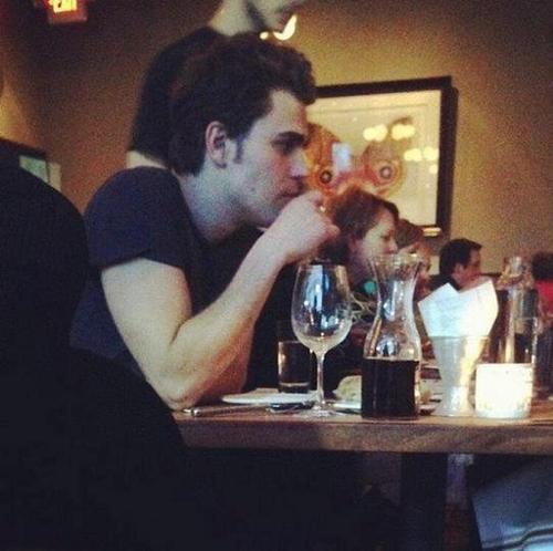 Daniel Gillies / Nina / Paul / Ian / Phoebe et Claire / Nina et son amie Julianne Hough / photo de coup de coeur ♥
