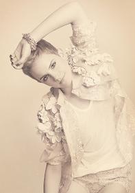 . ● Rouge in Love : Emma sera à Selfridges le 10 Février 2012. .