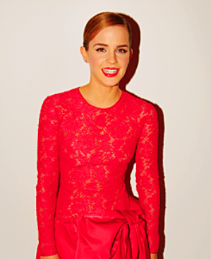 """. ● 10.02.12 :Emma était présente à la soirée des  Pré-BAFTA par Lancôme. Emma portait une Robe Valentino rose car le thème de la soirée n'était rien d'autre que  """"la rose Lancôme"""".."""