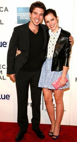 """. ● 21/04/12 Emma a été vue à la première mondiale de """"Struck By Lighting""""  à N-Y, au festival de Tribeca en compagnie de son ami Roberto Agnillera qui est producteur et acteur de ce film.."""