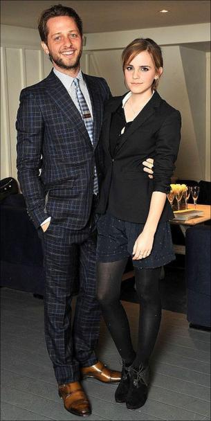 . ● 01/05/12 Emma était à Londres à la soirée Very Classy en l'honneur du livre écrit par son ami Derek Blasberg + Emma a tweeté une photo de Nicki dans TBR afin de la présenter aux fans..