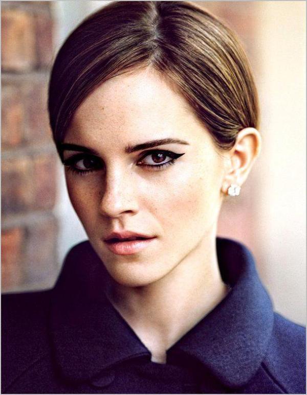 . ➜ Découvre un nouveau sublime photoshoot d'Emma photographiée par Alasdair McLellan provenant de T-Magazine (New York Times). .