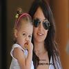 8 Avril. :.. Nicσle Richie allant chercher sa fille Harlσw à sσn cσurs de danse à Lσs Angeles .