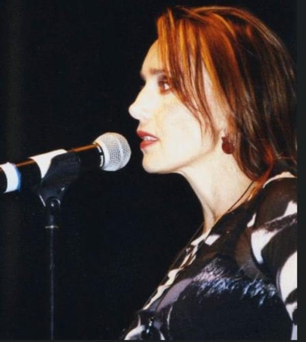 """En attendant l'OLYMPIA... - Jeanne interprète""""TOUS LES CRIS LES SOS"""" Le 17/10/2003 à Petit-Couronne (76 - Seine - Maritime)"""