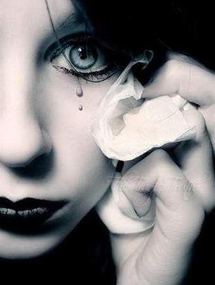 48) Pour toutes les femmes qui on eu le coeur brisé, qui ont eu cette sensation de tristesse a un moment. Pensez à oublier.