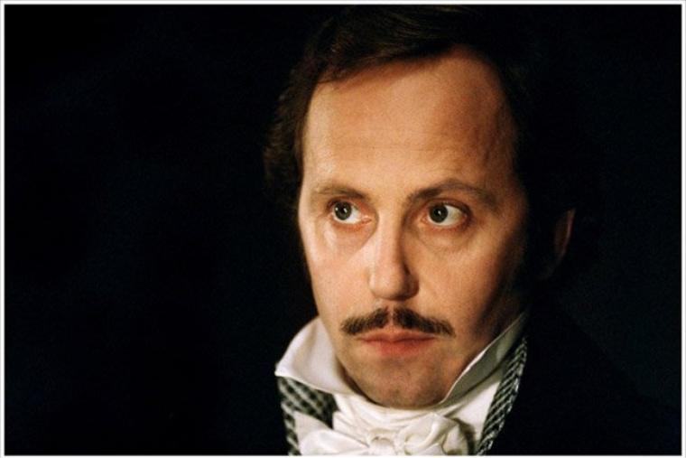 """Bonne fête... Fabrice Luchini    """" Enfin, ajouta-t-il en faisant un geste plein d'enfantillage, il vaut mieux avoir du luxe dans ses sentiments que sur ses habits. Je ne crains, moi, le mépris de personne. """" Honoré de Balzac ( Le colonel Chabert )"""