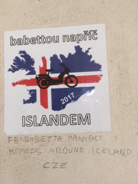 Un sticker croisé en Island