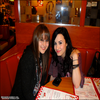 Sarah (une fan) rencontre Demi au restaurant Bob's Big Boy le  05-02-10  photo prise par Chloe Bridges (sa BFF ou du moins ?!!)