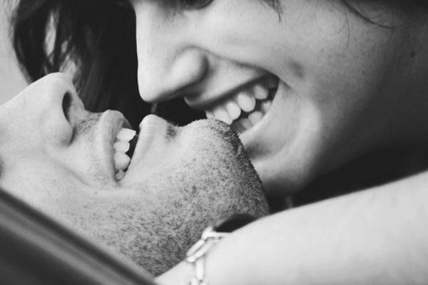 Il est encore temps de reculer, vite, parce qu'après, il sera trop tard et moi, je vais t'aimer très fort, et tu ne me connais pas, je deviens très pénible dans ces cas-là...