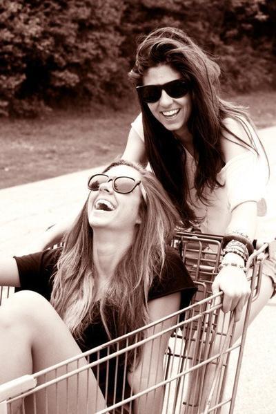 • Un ami, rien qu'un ami, c'est aussi précieux qu'une vie ♥