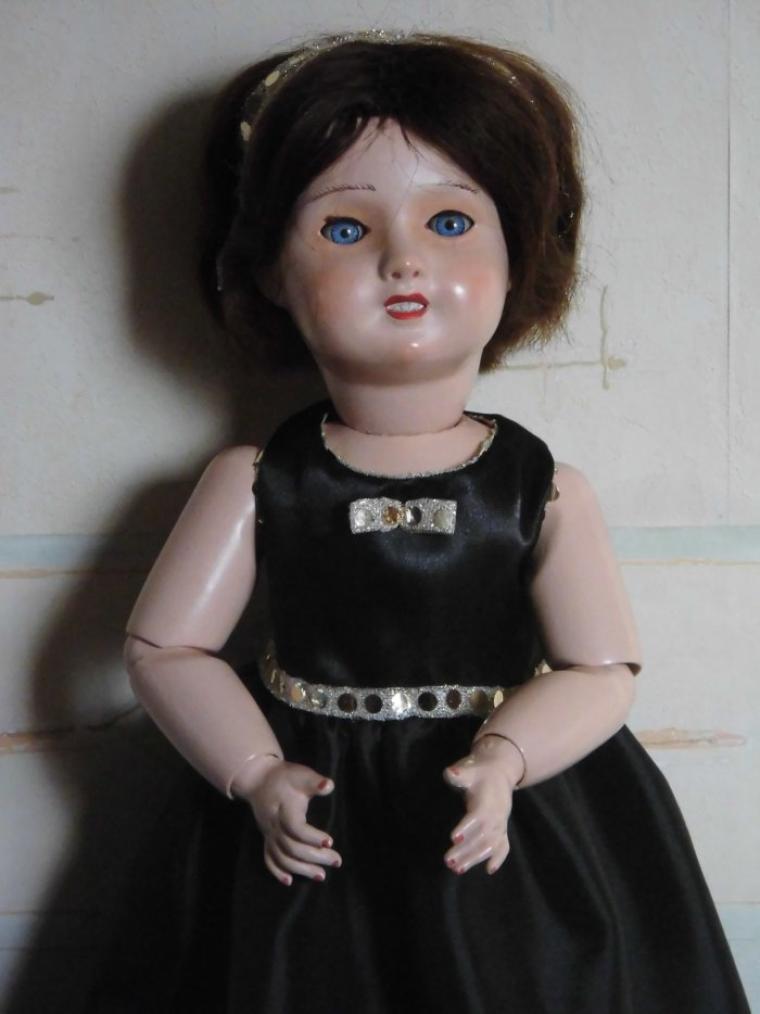 Troisième robe noire : cette fois pour Nadette