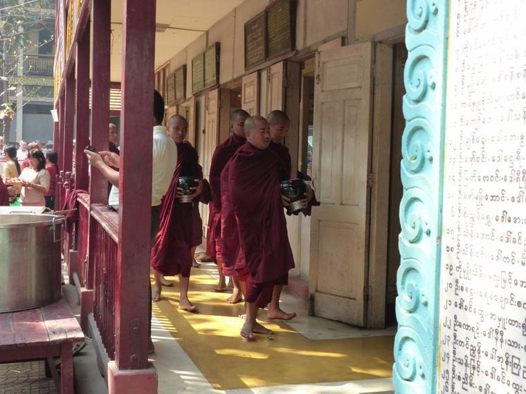 Myanmar 2 : de la pagode au bouddhisme avec les moines