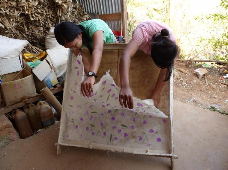 Myanmar 13 : Fabrication du papier pour ombrelles