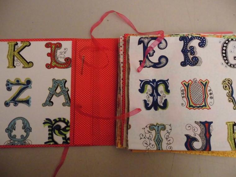 Livre ABCdaire tissu et cartonnage