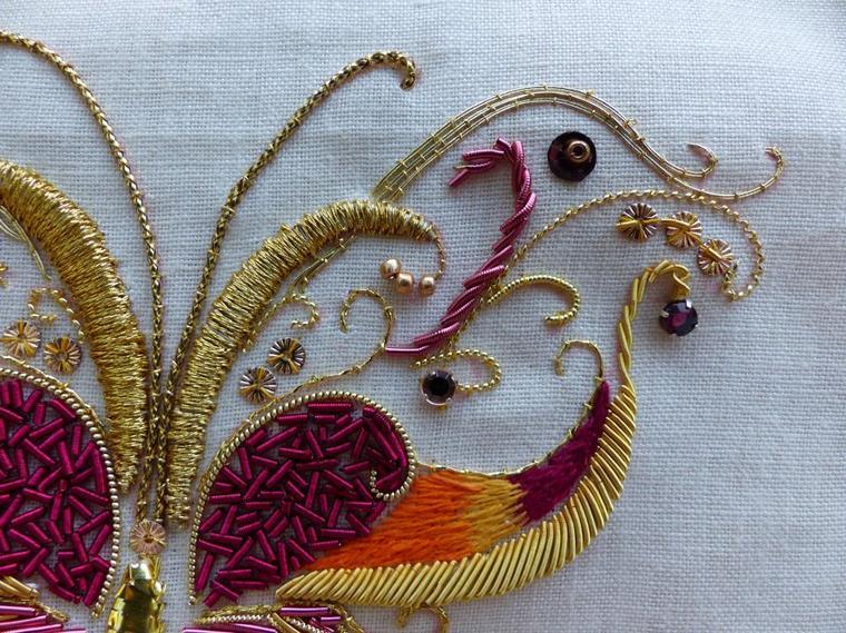Papillon en broderie d'or