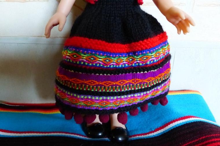 Paola en robe péruvienne