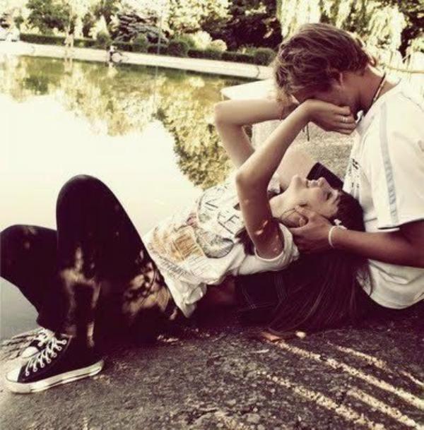 Im jungs bett sich küssen Frischvermählte küssen