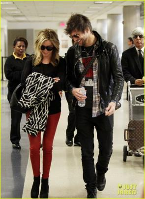 Ashley Tisdale et Martin Johnson de retour a LA