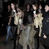. ______||Candids||___ 21 Mars : Miley à New York City sortant de son hotel .  __Niveau tenue, j'aime bof. Sinon Mil' est magnifique . .