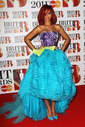 Les robes originales de Rihanna!! :-) ;-)