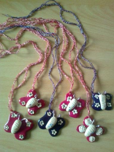 Colliers fimo papillons