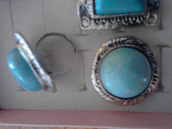 Une Bague  style gemme turquoise a votre doigt!