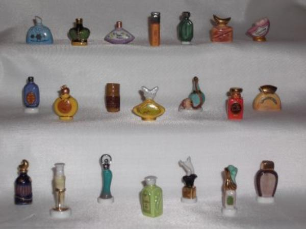 Fèves - représentant des flacons de parfum