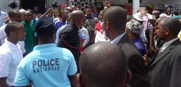 Marche pacifique des élus contre les abus de pouvoir du gouvernement Salami