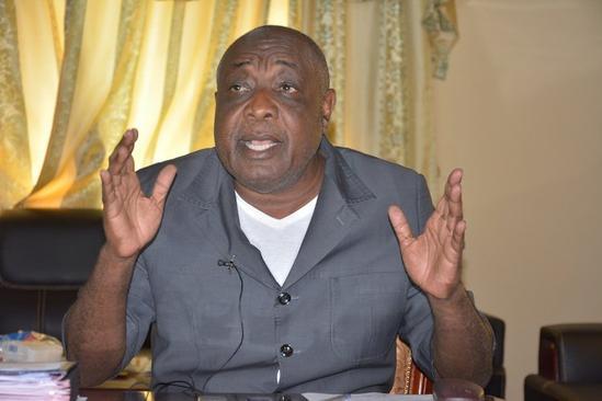 Le directeur de cabinet chargé de la défense charge l'opposition