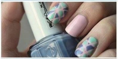 Nail art Spécial Bleu en Triangle