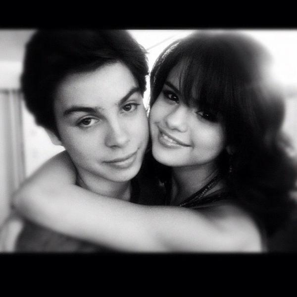 "Dernière photo Que Selena a posté sur son twitter : ""Happy birthday Jakeyy! Love you soooo much"""