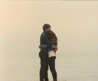 """""""Il me manque. C'est atroce, il me manque tellement. C'est pas par vagues, c'est constant. Tout le temps, sans répits."""" Grey's Anatomy."""