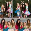 . Samantha pose avec Noah Cyrus, Emily Grace et Keana Texeira pour « Lollipops and rainbows ». Ce photoshoot a été réalisé par le photographe Chelsea Lauren. .