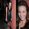 . Samantha à une soirée de jeunes au café « la bohème » dans West hollywood. - 28.04.09 Plus tard, Samantha & Ashley sont allées voir la performance de Caroline Clark au R&B live. .