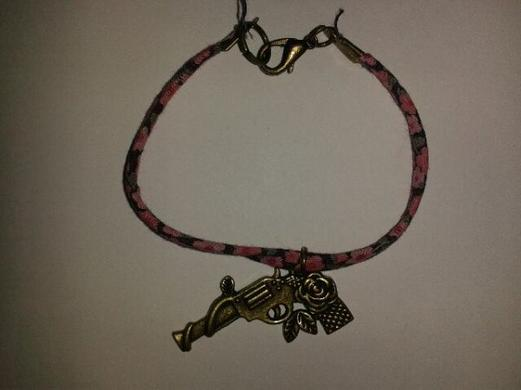 bracelet liberty pistolet