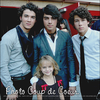 . Voici ma photo coup de coeur , c'est Joey accompagnée de 3 Jonas ; Les Jonas Brothers..