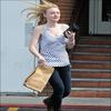 $$$  01/08/2010 : Dakota était dans Studio City fessant quelques course $$$