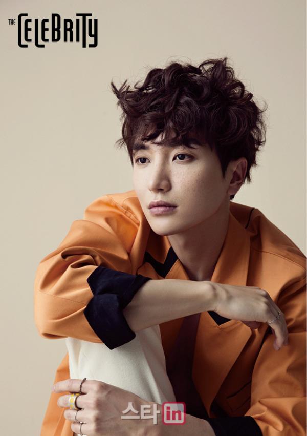 사진 [/align ] Le leader Leeteuk  du groupe Super Junior  pour   The celebrity