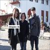 Selena et nick jonas au Texas posant avec une fan $)  $)  $)
