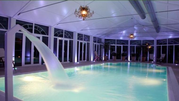 piscine refaite qui vient passer une soirée