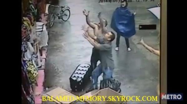INFO-INSOLITE : Il rattrape un bébé qui tombe du deuxième étage (vidéo)