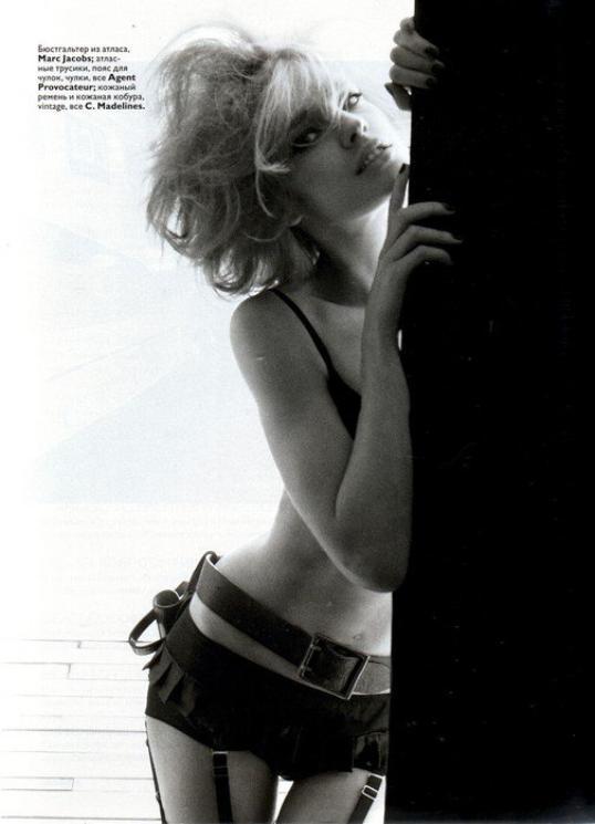 Souvenez-vous: Vogue Russie Mars 2008 par Steven Meisel (3)