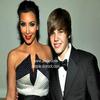 0 KIM KARDASHIAN RECOIT DES MENACES DE MORT .. 0 Les fans de Justin Bieber sont en rogne! Après que le chanteur ait appelé Kim Kardashian «sa petite amie», la vedette de téléréalité de 29 ans a reçu des menaces de mort de la part d'admiratrices du garçon! Lors du dîner de l'Association des correspondants accrédités à la Maison Blanche, à Washington, samedi, Bieber et Kardashian se sont rencontrés. Sur Twitter, la jeune femme a ensuite écrit qu'elle avait attrapé «le fièvre Bieber». L'ado a répliqué en disant que Kardashian était sa petite amie. Kim vient maintenant de révéler sur le même site social qu'elle faisait l'objet de menaces de mort de la part des fans de Bieber. «Sérieusement?», a répondu le chanteur. Bieber suscite la folie chez ses admiratrices. Le mois dernier, il a notamment dû annuler un concert en Australie après que des jeunes fans aient été blessées dans une mêlée.  0