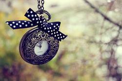 La Pendule Du Temps Tourne, Les Jours Passent Et Les Souvenirs Restent...