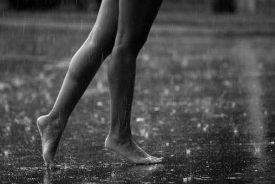"""J'adorerai pouvoir vous dire : """"Adieu je m'en vais, bonne route à tous """". Mais non, c'est pas moi ça. Moi, je m'accroche aux fragments d'espoirs,  au moindre souvenir. Je suis une accro du passé."""