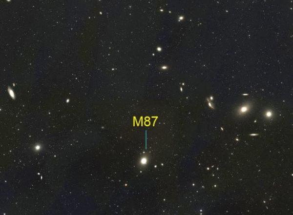 Galaxie géante de la Vierge M87 = NGC 4486 = Radiogalaxie Virgo A