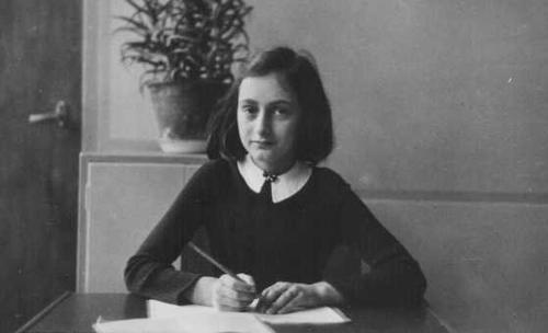 """""""Le papier a plus de patience que les gens."""" - Anne Frank"""