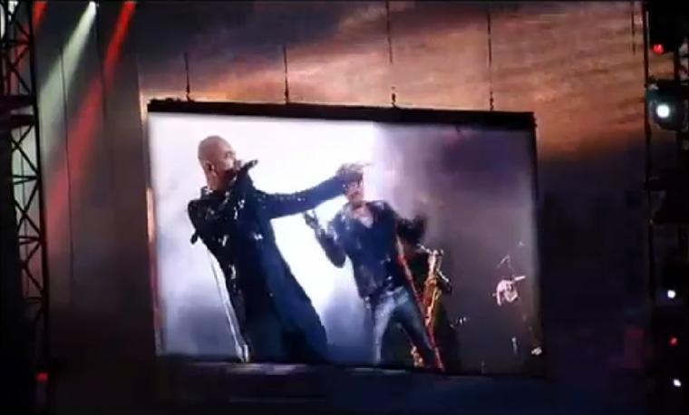 """photos, vidéos """"Rock n'roll attitude"""" Johnny Hallyday en duo avec Pascal Obispo au Stade de France"""